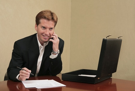 business man working with papers and briefcase Banque d'images