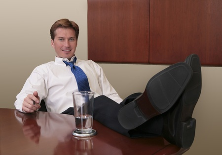 thirties business man with his feet propped up on a table in an office Banque d'images