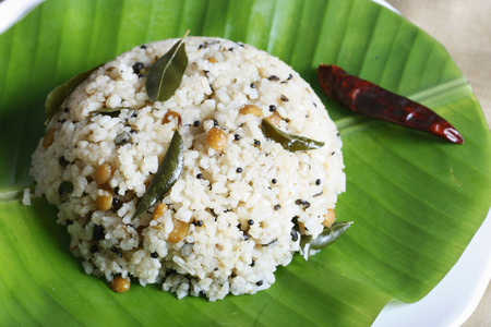 indian cookery: Rice upma is basically made from crushed rice and can be served with sambar or chutney