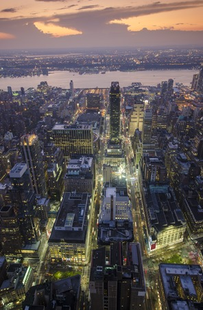 otras palabras clave: Aerial View of Midtown Manhattan and Hudson River at Dusk Editorial