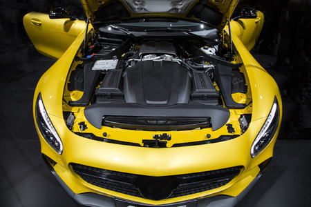 engine bonnet: motor of a sport car
