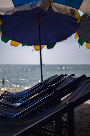 Verschwommenes Blaues Bett Am Strand Lizenzfreie Fotos Bilder Und