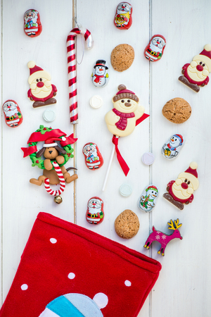 Red Christmas Stocking klaar is voor veel chocolade snoepjes zoals Santas, Snowman and Biscuits