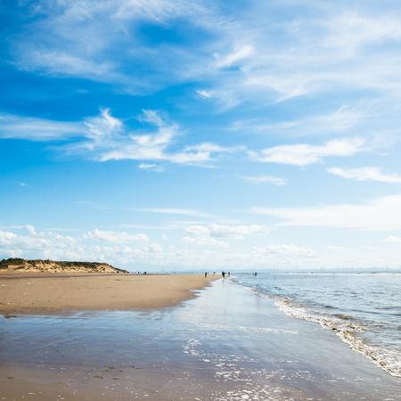 Sandy Formby Beach in de buurt van Liverpool op een zonnige dag. Dit is de Noordwestkust van Engeland, Verenigd Koninkrijk