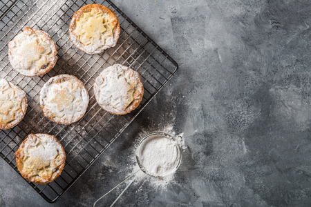 Mince pies, traditional christmas food made from all butter shortcrust pastry pies deep filled with plump vine fruits, such as cranberries, clementine, cherries and brandy Stok Fotoğraf