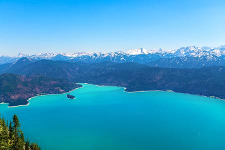 Vue sur le lac Walchensee depuis le sommet du Herzogstand