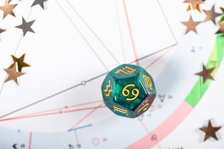 Astrology Dice with zodiac symbol of Cancer Jun 21 - Jul 22 on Natal Chart Background Imagens