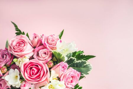 Beautiful and tender bouquet of flowers in the hat box, nice present concept Reklamní fotografie