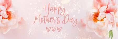 Happy Mothers Day phrase. Fresh bunch of pink peonies and roses in a vase on pink background. Card concept, pastel colors, banner size Imagens