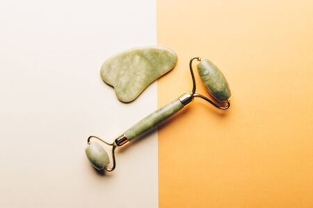 Jade face roller and Gua sha stone for beauty facial massage therapy Zdjęcie Seryjne