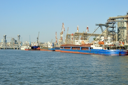 River port  Bulk carrier loading photo