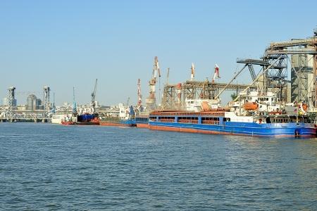 bulk carrier: River port  Bulk carrier loading