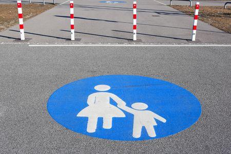 pedestrian walkway: pedestrian walkway sign
