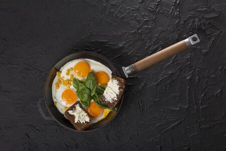 Fried eggs in a pan, healthy breakfast Zdjęcie Seryjne