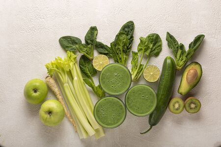 detox drink from Spinach and various green vegetables and fruits.
