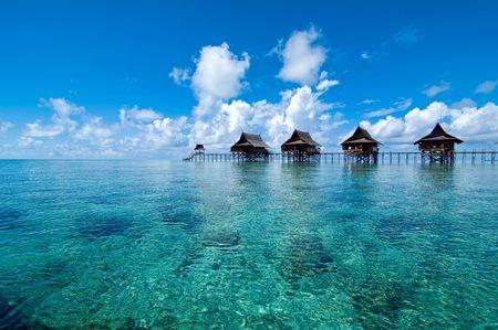 人工 Kapalai 島エキゾチックなトロピカル リゾート海の真ん中に