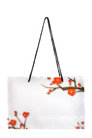 white paper bag: Blanco bolsa de papel aislado sobre fondo blanco. Foto de archivo