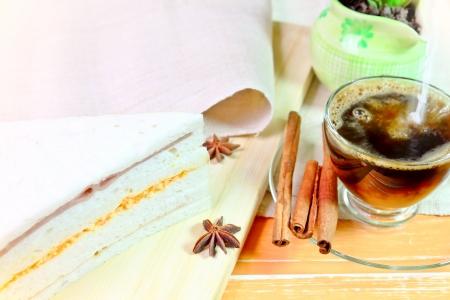tasse de caf�: Ham oeuf de poulet et les oeufs de crevettes avec tasse de caf� Banque d'images