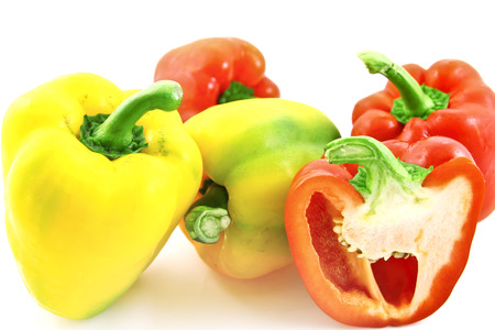 red bell pepper: Freshness yellow and red bell pepper on a white background