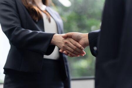Business Woman Women Shake Hands Standard-Bild - 134774571