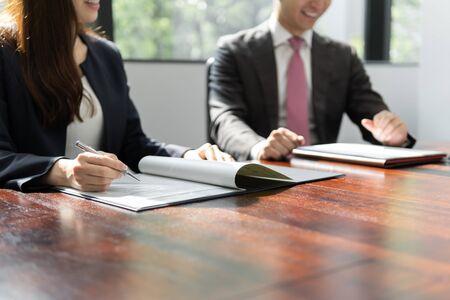 businessmen meeting in bright meeting rooms Standard-Bild - 134775178