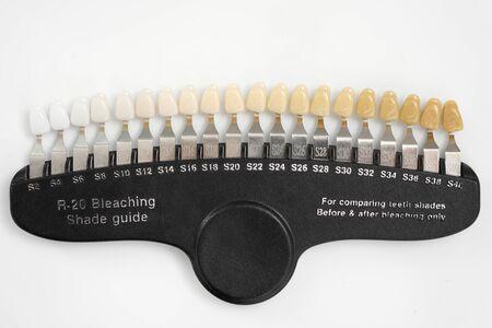 Guida colori per lo sbiancamento dei denti Archivio Fotografico
