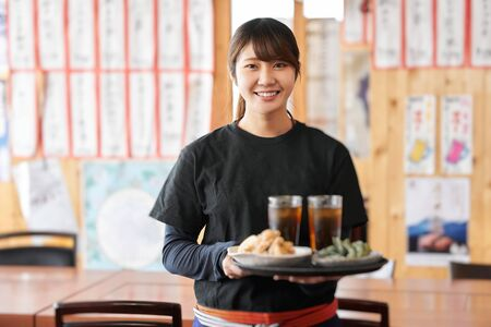 Job opening image of women working in izakayas 写真素材