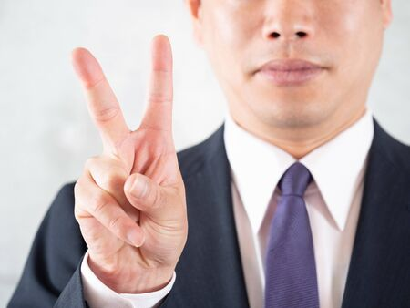 A man pointing at the point number 2 of hair loss