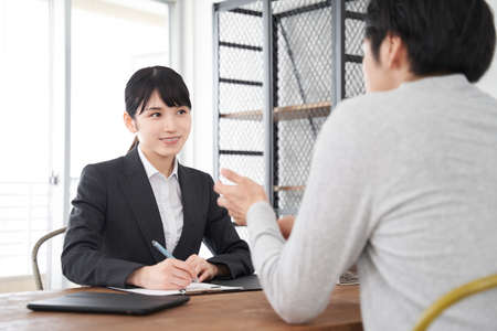 Japanese women's real estate sales staff listening to requests