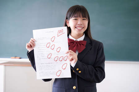 Japanese female junior high school student who got 100 points in the test