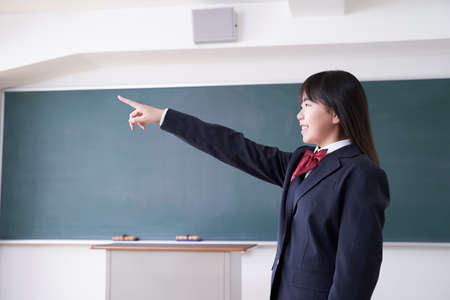 Japanese girl junior high school student pointing her finger in the classroom 版權商用圖片