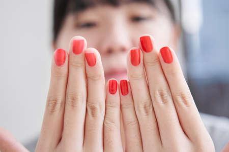 Japanese female junior high school student applying manicure Stockfoto