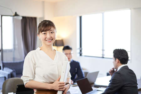 A woman who is active in Asian and Latin English conversation meetings 版權商用圖片