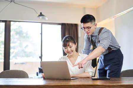 Asian female businesswoman who has senior businessman teach her job Banco de Imagens