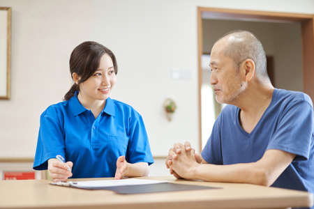 a caregiver who explains facilities to the elderly