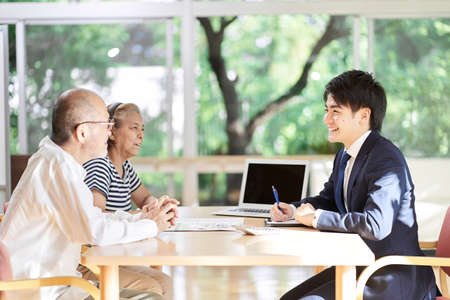 Professionals who give advice on inheritance to elderly couples