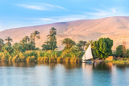 Río Nilo en Egipto. Luxor, África.