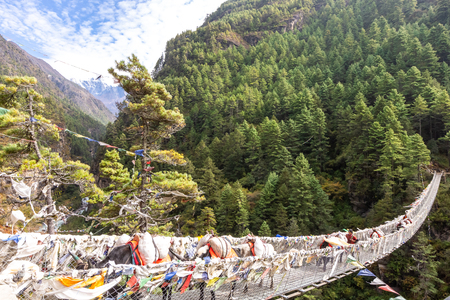 Suspention bridge on the Everest Base Camp Trek, Himalaya mountains, Sagarmatha National Park, Nepal. 報道画像