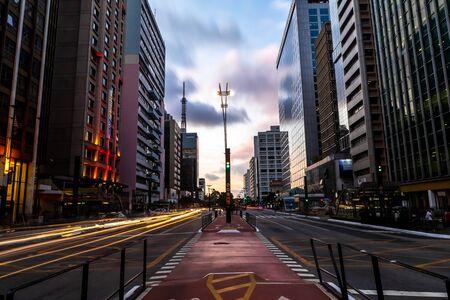 Avenue Paulista, centre financier de la ville et l'une des principales places de Sao Paulo, Brésil Banque d'images