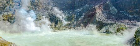 Active Volcano at White Island New Zealand. Volcanic Sulfur Crater Lake. Web banner. Imagens