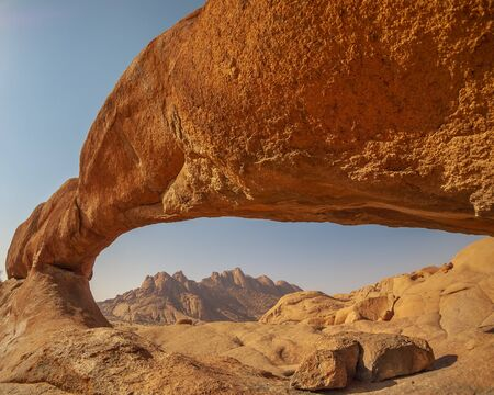 Felsbogen im Spitzkoppe Nationalpark in Namibia in Afrika.