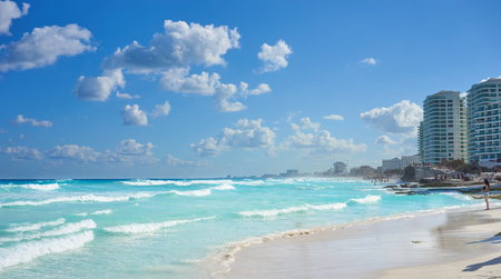 Mexican Beaches in Cancun  Main beach at Hotel Area of ??Cancun between Chac mool and Gaviota Banco de Imagens