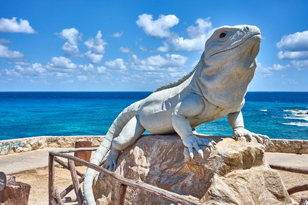Statue of an Iguana made of stone / iguana at south end of island Standard-Bild