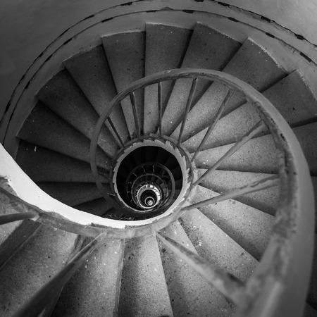 down stairs: escaleras de caracol en balack y color blanco Foto de archivo