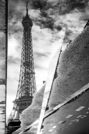 a reflection of Eiffel tower view from the street of Paris, France. Zdjęcie Seryjne