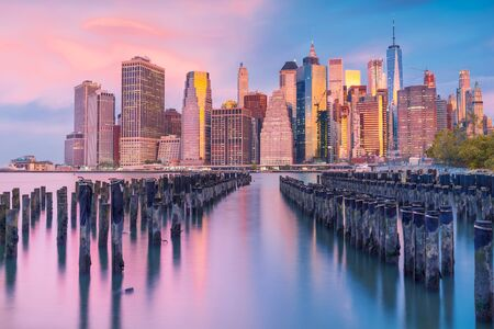 a magnificent view of Lower Manhattan and the financial district at sunset, New York City Фото со стока - 136614495
