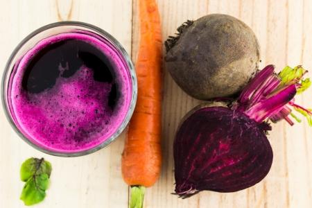 remolacha: Primer plano de jugo fresco de remolacha roja