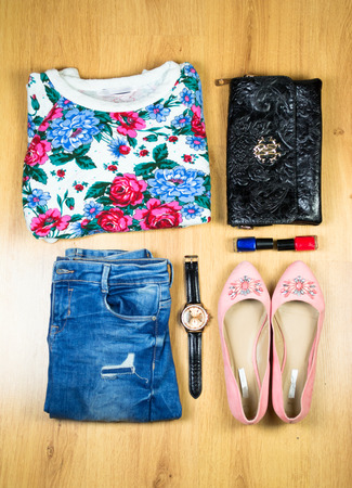 ropa vieja: Outfit de ropa y accesorios de mujer