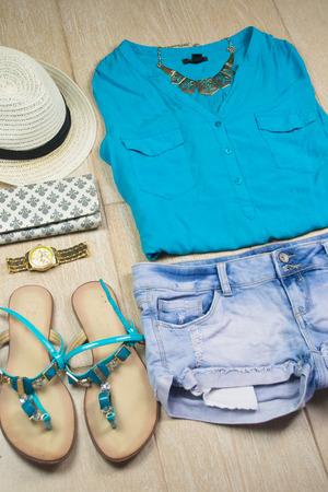 in  shirt: Ropa femenina azul aislado en blanco