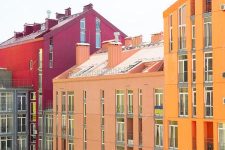 case colorate: Veduta aerea sulla colorati edifici residenziali. Immobiliare e delle abitazioni a Kiev Ucraina